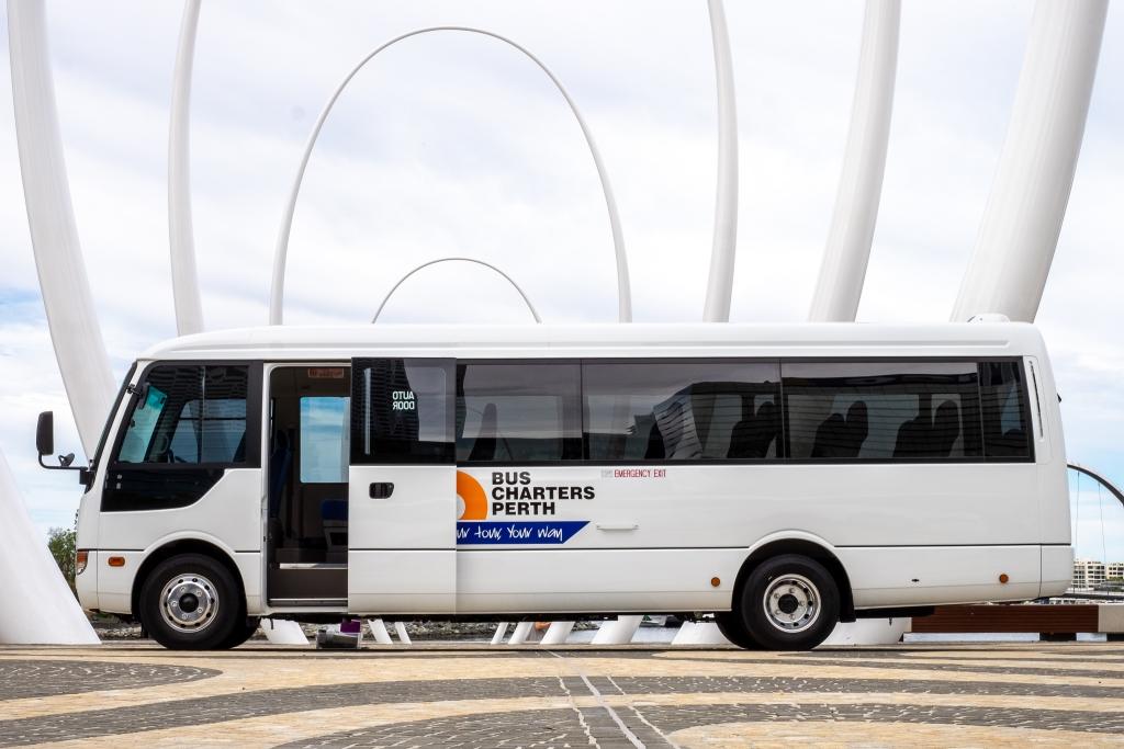 Mitsubushi-Rosa-Bus-1